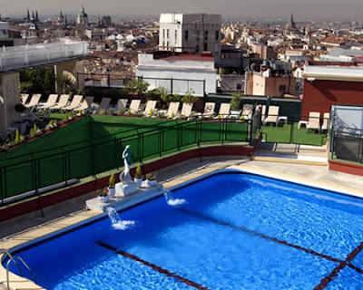 Superfluo imprescindible roof garden en el emperador - Piscina hotel emperador ...