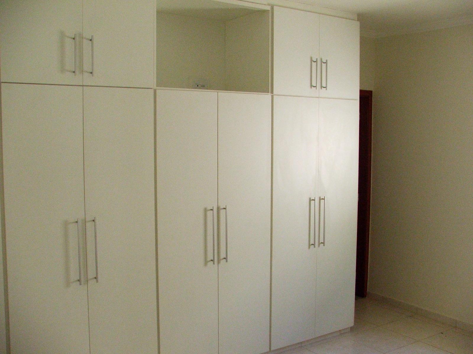 Imagens de #3A2A1A Três quartos com armários embutidos sendo um deles apartamento. 1600x1200 px 2896 Box Banheiro Higienopolis