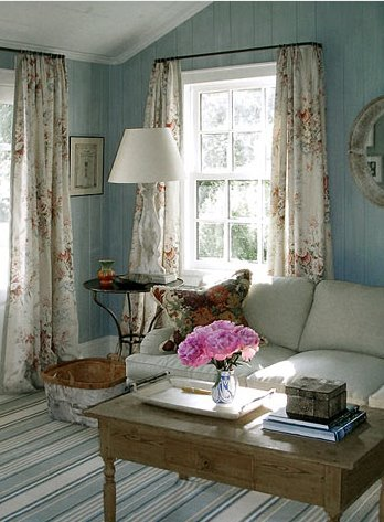 [Floral+drapes+and+turquoise+walls.jpg]