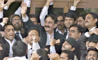 Chife Justice Iftikhar Muhammad Chaudhry after restoration on March 16,2009