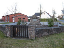 Denkmal in der Dorfmitte