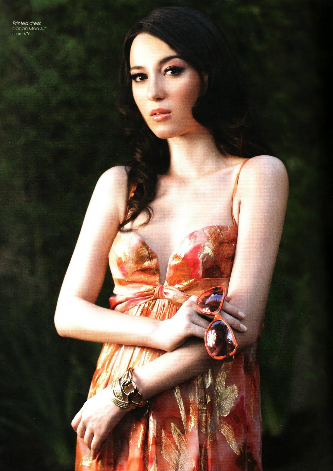 Julie Estellebugilciumanmesum Abg Cantik Artis Indonesia