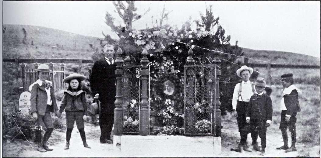 Lotties grave