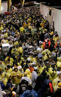 Steelers fans wait out the rain delay
