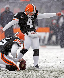 Phil Dawson kicks field goals in the snow