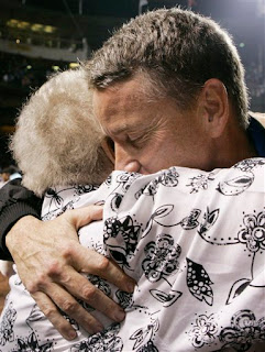 Tom Glavine hugs his mom Millie