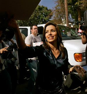 Eva Longoria looks hot even while handing out pizzas to striking writers