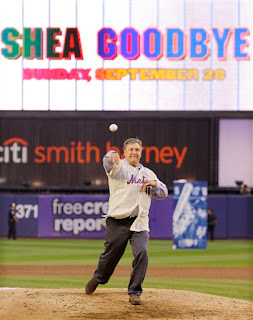 Tom Seaver throws the final pitch in Shea Stadium