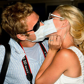 Heidi and Spencer kiss through their masks, they gave each other herpes but they're afraid of a little influenza
