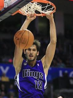 Omri Casspi wears chai on his jersey