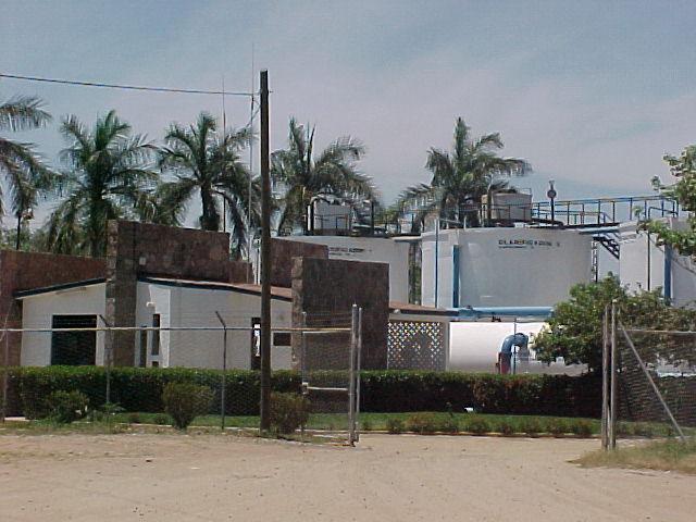 La planta de extractora y tratadora de agua en el río Humaya