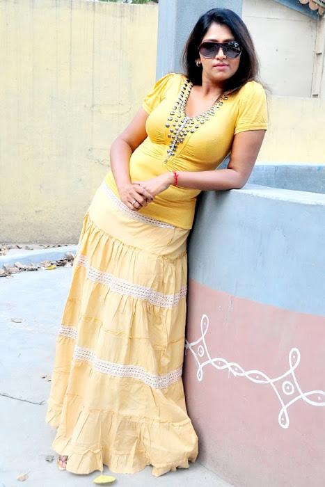 bhuvaneswari scene bhuvaneswari shoot kollywood bhuvaneswari unseen transparent glamour  images