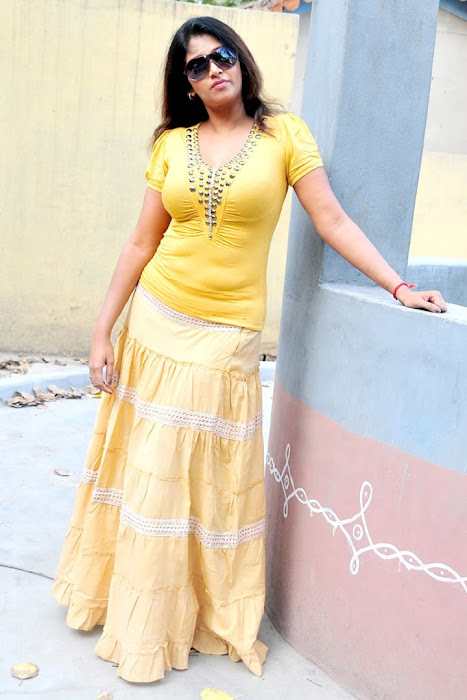 bhuvaneswari scene bhuvaneswari shoot kollywood bhuvaneswari unseen transparent actress pics