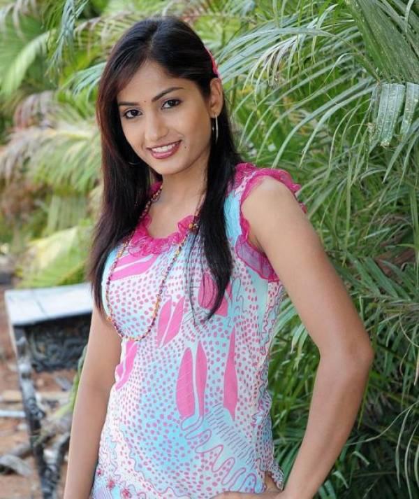Celebrity Hot Picture: Telugu Desi Girls Madhavi Latha