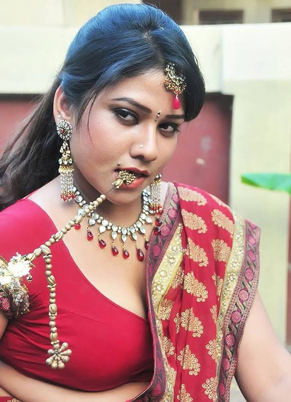hot pictures: Desi Hot Mallu Aunty With Spicy Blouse Saree ...