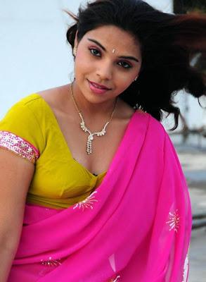 Mallu Desi Actress Srilekha Transparent Her Saree Show Her Blouse