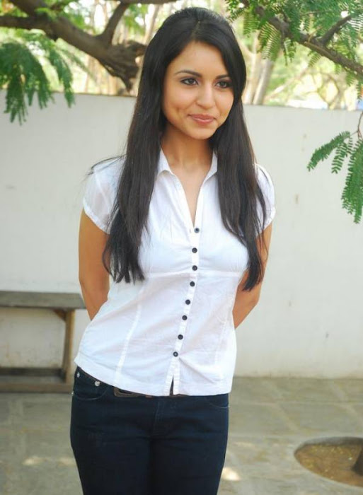 aparna malayalam aparna sharma white tshirt aparna river bath breast aparna very tight boob picture latest photos