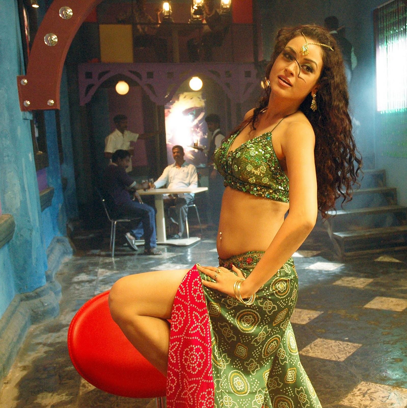 Nagaram Marupakkam actress Anuya hot stills Nagaram heroine Anuya sexy photos cleavage