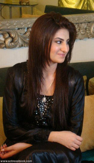 Pakistani actress Sataesh Khan photos Lollywood drama actress Sataish Khan latest picture hot images