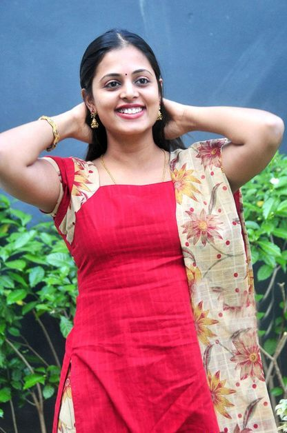 Sindhu Menon  Telugu Actress Beautiful Homely Girl Latest Photo Shoots cleavage