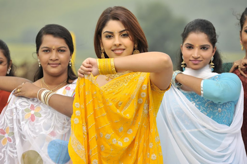 Richa Gangopadhyay  Mirapakaya Telugu Film Latest Cute Saree Stills Beautiful Gallery cleavage