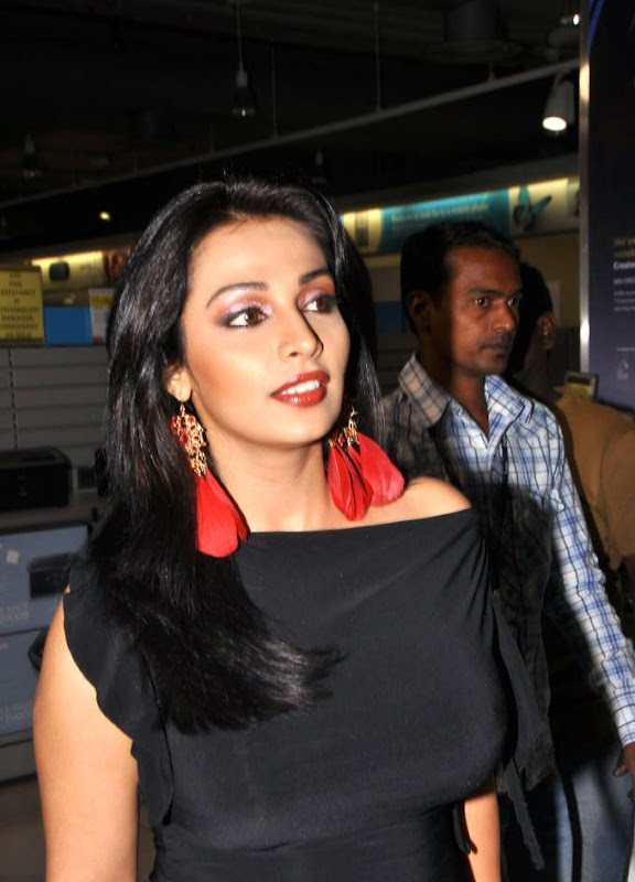 Asha Saini At Philips d Launch Hot Loose Dress Celebrities Photos sexy stills