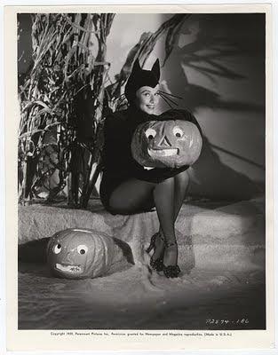 http://2.bp.blogspot.com/_mCnGPgNsXWQ/TM3ZoKQccWI/AAAAAAAABsM/581DUxLhMxY/s400/Paulette+Goddard+Miss+Halloween+1939+(01).jpg