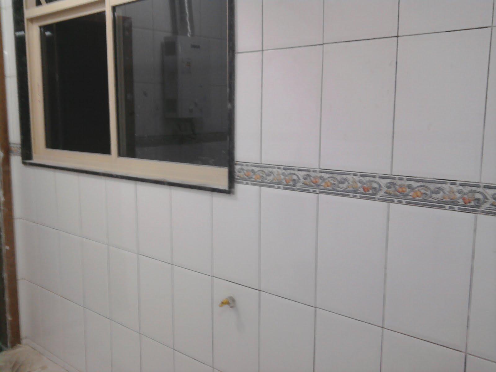 Esse trabalho com certeza é um dos mais chatos! #5B4738 1600x1200 Banheiro Branco Com Rejunte Escuro