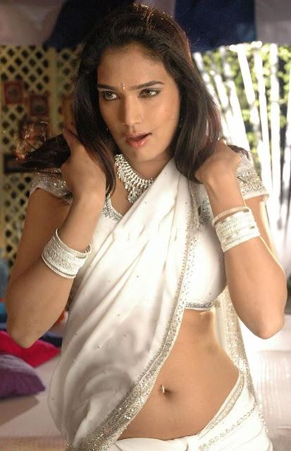 Ramya Hot Navel Show