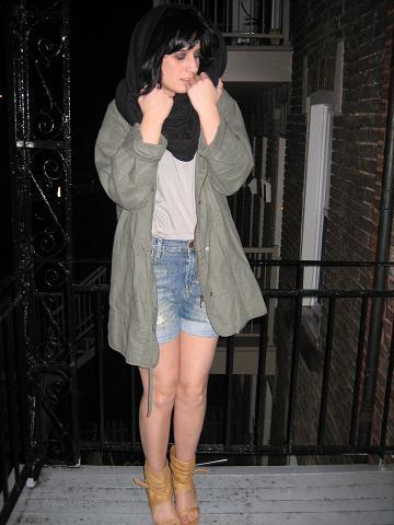 parka, camisole, short de jeans et sandales(zara), foulard( american apparel)