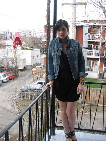 veste de jeans(forever21), jumper(H&M), bijoux( Je ne m'en souviens plus hahahah)et souliers(zara)