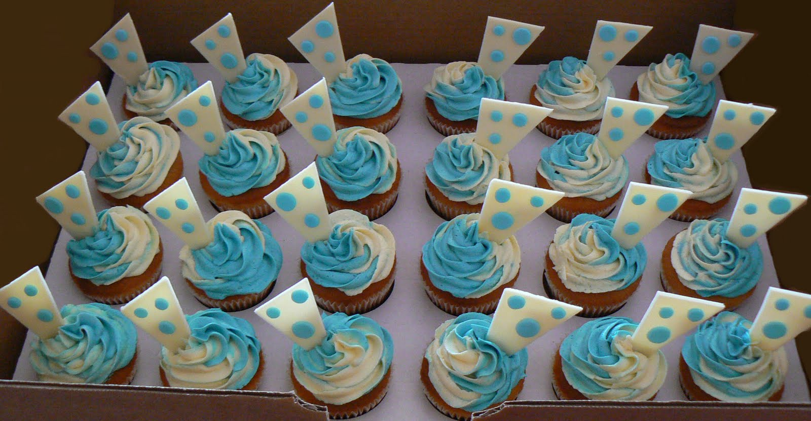 Cakes by Twinnies: Polka Dot Baby Shower Cupcakes