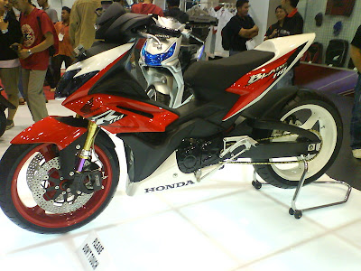 Honda+Blade+Modifikasi Modifikasi Motor Honda Blade Road Race <br />Modifikasi Kontes