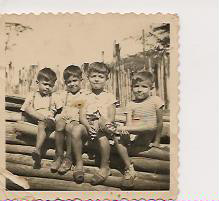 Otra foto más de mi hermano ELEAZAR y mi hermano MIGUEL, con Alberto y Jorge Márquez.