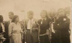 """Foto del año 1951, en la Plaza Bolívar, frente a la Iglesia. Se celebraba """"El centenario"""":"""