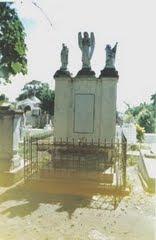 El mausoleo de mi tío mayor don Emilio Sánchez Chacón en el CEMENTERIO de Ureña: