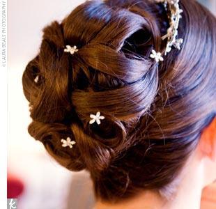 http://2.bp.blogspot.com/_mGkoANc7fi0/TSb9aDWxBnI/AAAAAAAABBg/81BSLngwAlI/s640/updo-bridal-hair-styles.jpg