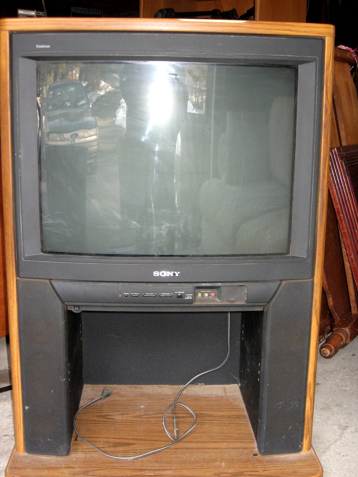 New England Treasure Seekers  27 Inch Sony Trinitron Tv