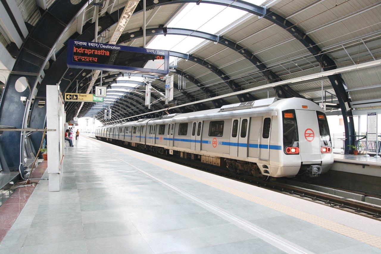 http://2.bp.blogspot.com/_mImKAiZPX0g/TKgxtoH4j8I/AAAAAAAAAT4/XJ0Bvj27LCg/s1600/Delhi-Metro.jpg