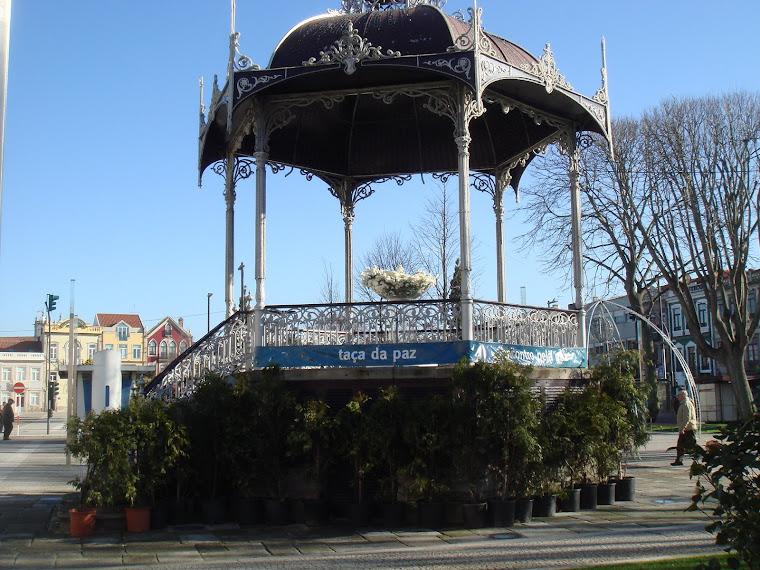 Taça da Paz no coreto da Praça do Almada