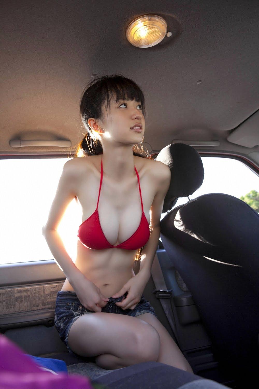 Симпатичная девушка унижает 3 фотография