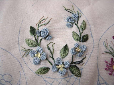 Brazilian Embroidery Tutorials http://deepashome.blogspot.com/2007/10/cross-needle-hydrangea-brazilian.html