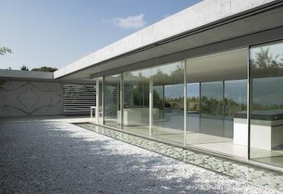 Casas minimalistas y modernas jardines y patios sin - Jardin sin mantenimiento ...