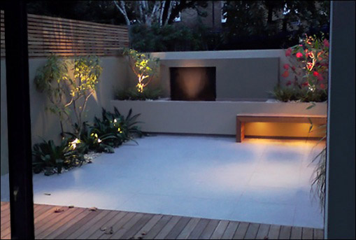 Casas minimalistas y modernas patios modernos modern for Pisos para patios internos