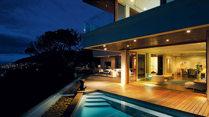 Casas minimalistas y modernas terrazas con piscinas y for Casa minimalista con alberca
