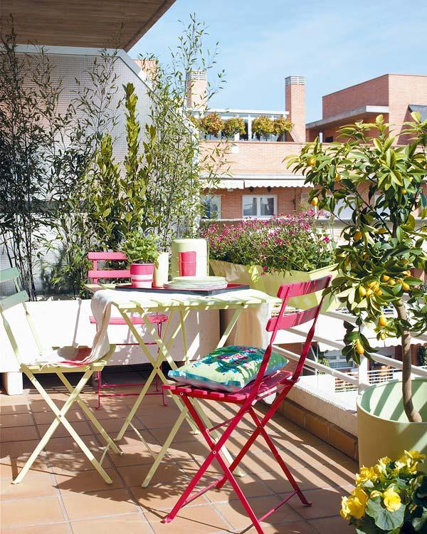 Dekolor balcones con un trocito basta for Mesas para terrazas pequenas