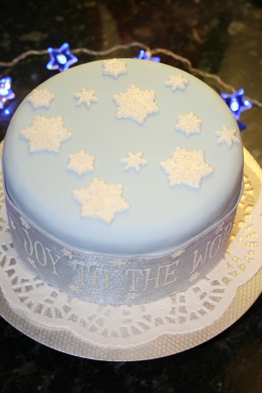 How to marzipan a christmas cake - 6 Family Sized Fruit Cake Approximately 12 16 Servings Covered With Marzipan And Pale Blue Fondant Icing With Individually Moulded Hand Painted