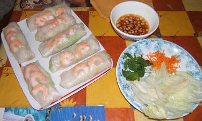 Rollitos de primavera con langostinos y su salsa / Rouleaux de printemps aux langoustines avec leur sauce