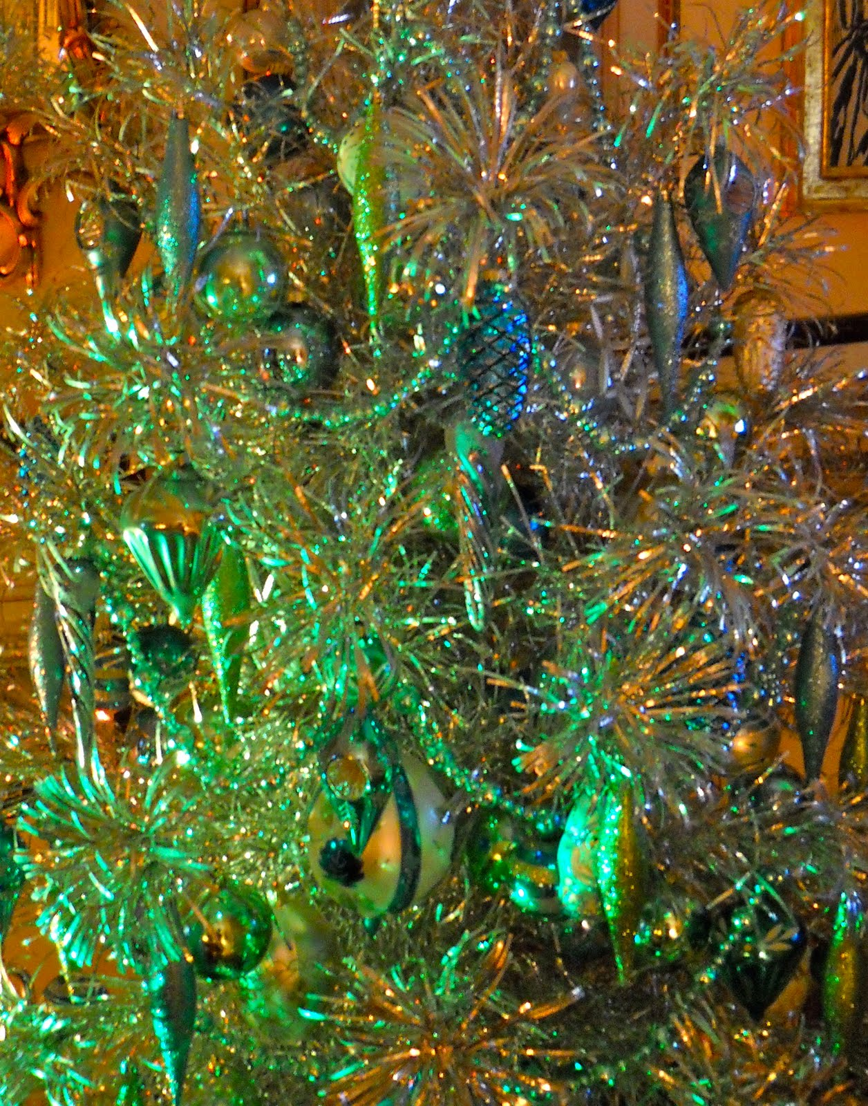 Knickerbocker Style & Design: A Victorian Aluminum Christmas Tree