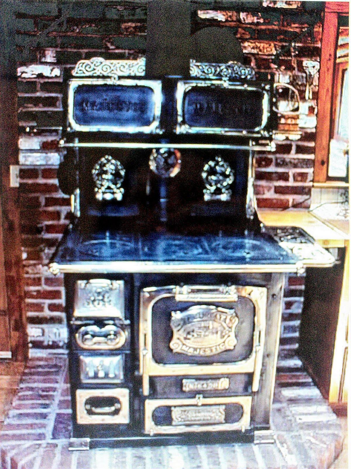 Antique wood cook stove Majestic Junior Salesman Sample toy Very
